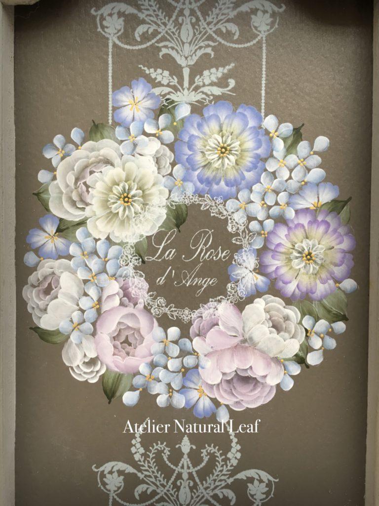 『ロングレリーフのブルーリース』 バラの咲く庭より 川島詠子先生デザイン